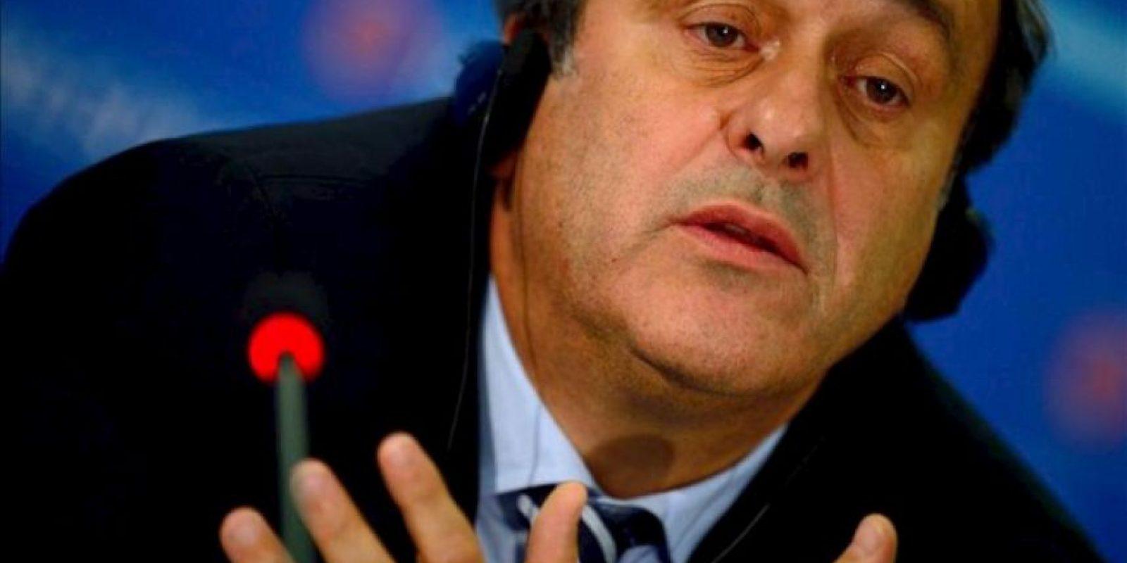 El presidente de la UEFA, Michel Platini durante una rueda de prensa celebrada en Sofía, Bulgaria hoy 28 de marzo de 2013 con motivo de la reunión del Comité Ejecutivo de dicho organismo que fijó el reglamento para la presentación de candidaturas a la Eurocopa 2020, torneo que se jugará en trece ciudades de países distintos. EFE