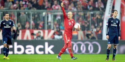 El jugador del Bayern Arjen Robben gesticula tras marcar el cuarto gol de su equipo en el partido que enfrentó a FC Bayern Muenchen y Hamburger SV en el Allianz Arena en Múnich, Alemania. EFE