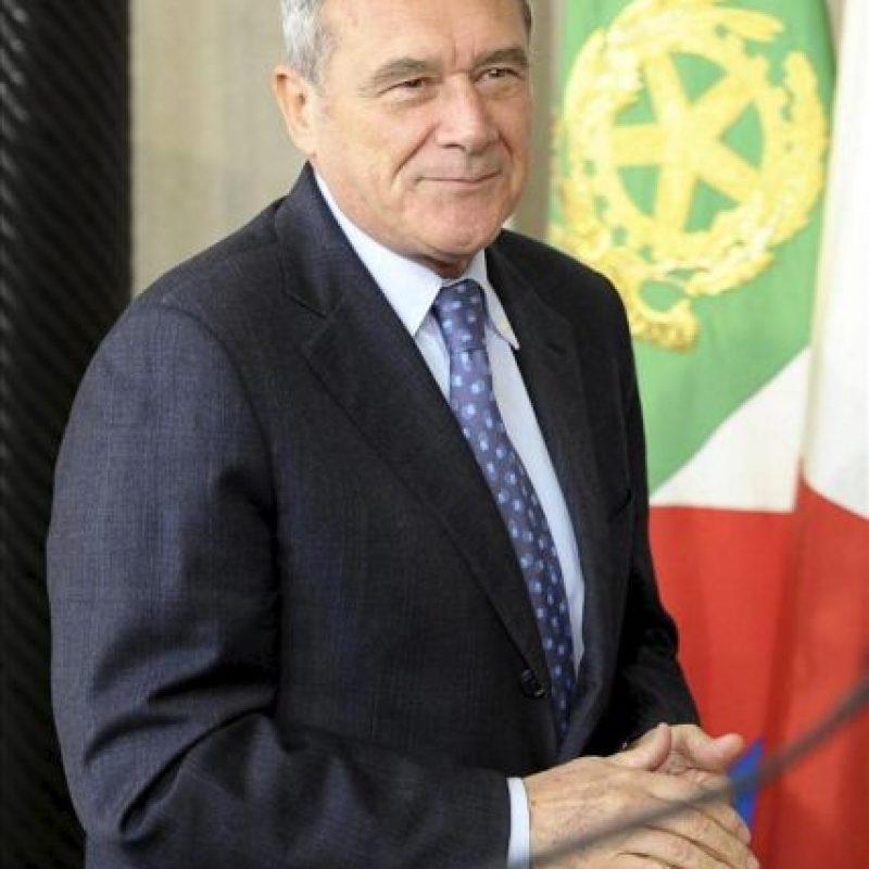 El presidente del Senado italiano, Pietro Grasso, al finalizar su reunión con el presidente italiano Giorgio Napolitano (no fotografiado) en el Palacio Quirinale en Roma (Italia) hoy, martes 23 de abril de 2013. EFE
