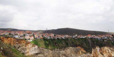Al fondo se observa el barrio Mirador, con cerca de 200.000 habitantes. Hasta ahí llegaría la cuarta estación del cable aéreo de transporte público de Bogotá. Foto:Diego Hernán Pérez /PUBLIMETRO