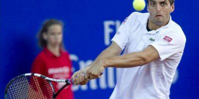 El tenista español Albert Ramos durante su partido contra el polaco Jerzy Janowicz, en la tercera jornada del Trofeo Godó de Tenis que se disputó antes de ayer en el Real Club de Tenis de Barcelona. EFE