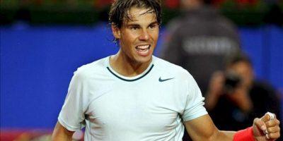 El tenista español español Rafael Nadal celebra la victoria en su partido ante el canadiense Milos Raconic correspondiente a las semifinales del Trofeo Godó de Tenis, disputado en Barcelona. Rafael Nadal ganó 6-4 Y 6-0. EFE