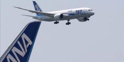 La compañía aérea japonesa All Nippon Airways (ANA) cumplió hoy el primer vuelo de prueba con uno de sus modelos Boeing 787 Dreamliner, tras reemplazar las baterías defectuosas que provocaron la cancelación de sus operaciones durante tres meses por motivos de seguridad. EFE