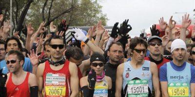 El Rock'n Roll Maratón de Madrid ha comenzado a las 9.00 horas con un homenaje a las víctimas de los atentados del pasado día 15 en Boston y un guiño al COI, que el 27 de septiembre elige en Buenos Aires la sede de los Juegos de 2020, a los que aspiran Madrid, Tokio y Estambul. EFE