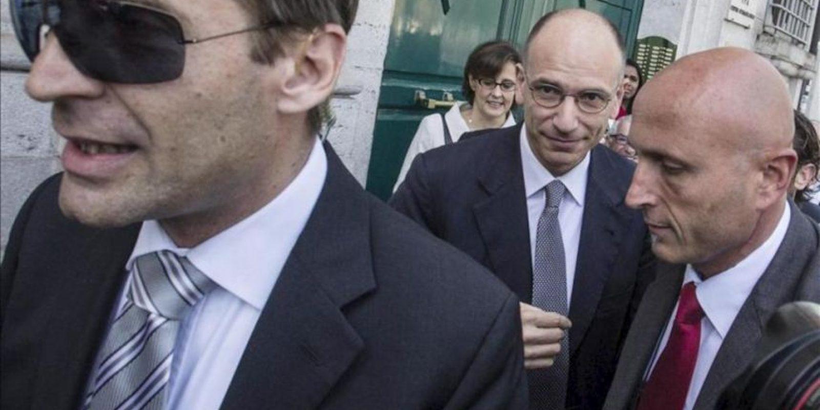 El nuevo jefe del Gobierno italiano, Enrico Letta, de 46 años y procedente del Partido Demócrata (PD), juró hoy su cargo ante el presidente de la República, Giorgio Napolitano. EFE