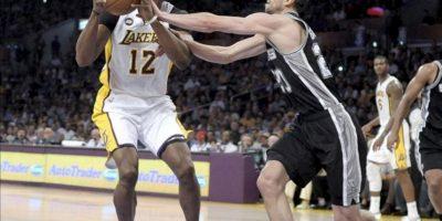 Los San Antonio Spurs cumplieron con su cometido (82-103) y completaron la barrida (0-4) en primera ronda de las eliminatorias por el título contra Los Ángeles Lakers, un equipo sombra de sí mismo que no pudo evitar la debacle final tras una temporada repleta de lesiones. EFE