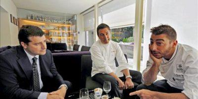 Los hermanos Roca (de iz. a d.) Josep, Joan y Jordi, dueños del restaurante El Celler de Can Roca durante la entrevista concedida a la Agencia Efe. EFE/Archivo