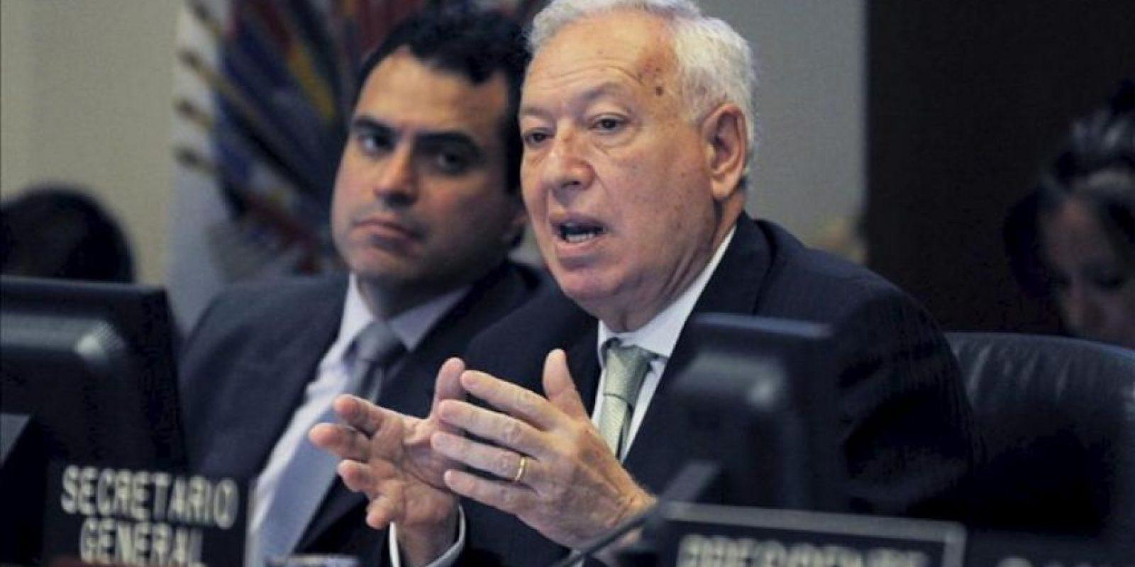 El ministro español de Asuntos Exteriores, José Manuel García-Margallo (d), durante su intervención hoy en una sesión ordinaria del Consejo Permanente de la Organización de Estados Americanos, tras la reunión que ha mantenido hoy con el titular del organismo, José Miguel Insulza, en la sede de la OEA, en Washington. EFE