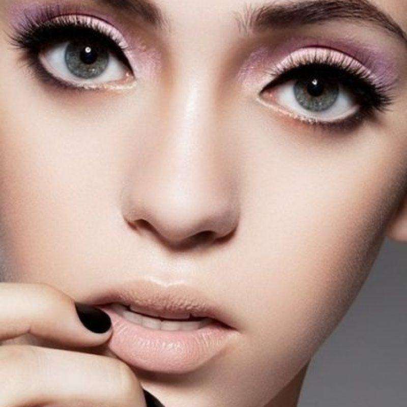 Para no lucir tan pálida, use dos tonos a la hora de maquillarse. Vea el contraste que se presenta aquí con el negro. Foto:Pinterest