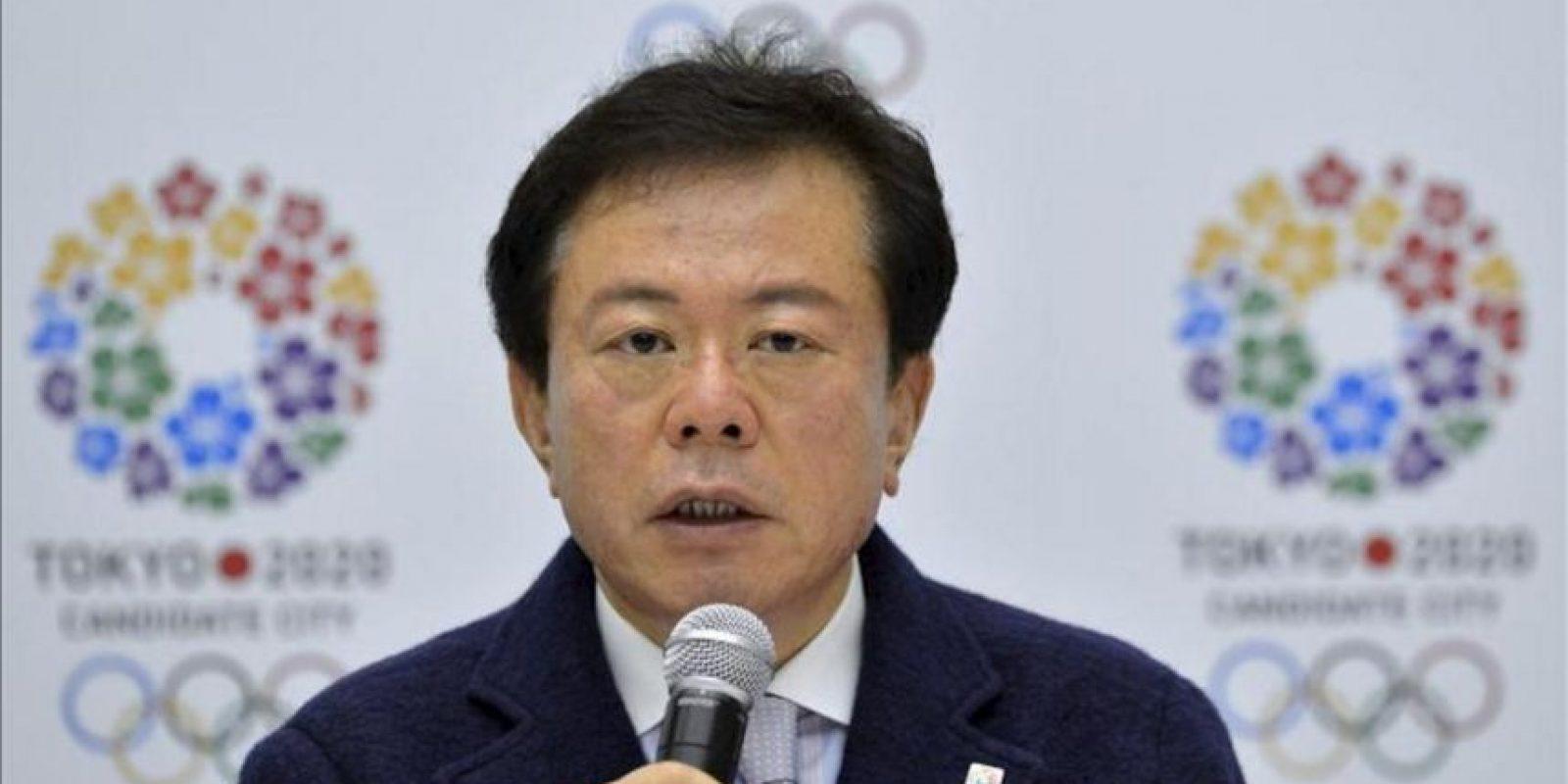 Imagen de archivo distribuida hoy martes 30 de abril de 2013 que muestra al gobernador de Tokio, Naoki Inose, mientras ofrece una rueda de prensa sobre la candidatura de Tokio para los Juegos Olímpicos de 2020, en Tokio, Japón, el 8 de enero de 2013. EFE/Archivo