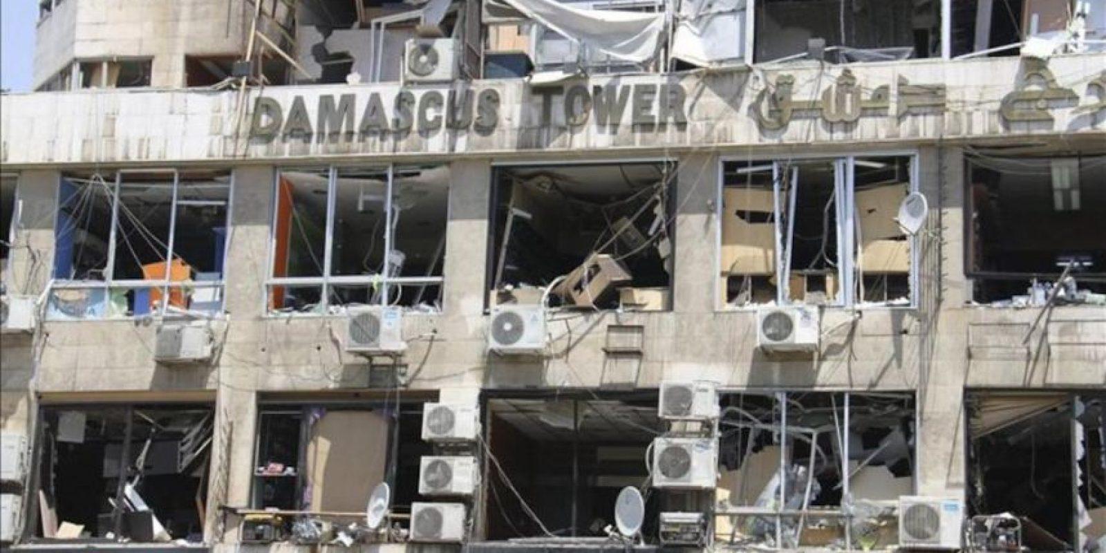 Vista de la Torre Damasco parcialmente dañada tras la explosión de un coche bomba en el centro de Damasco (Siria). EFE