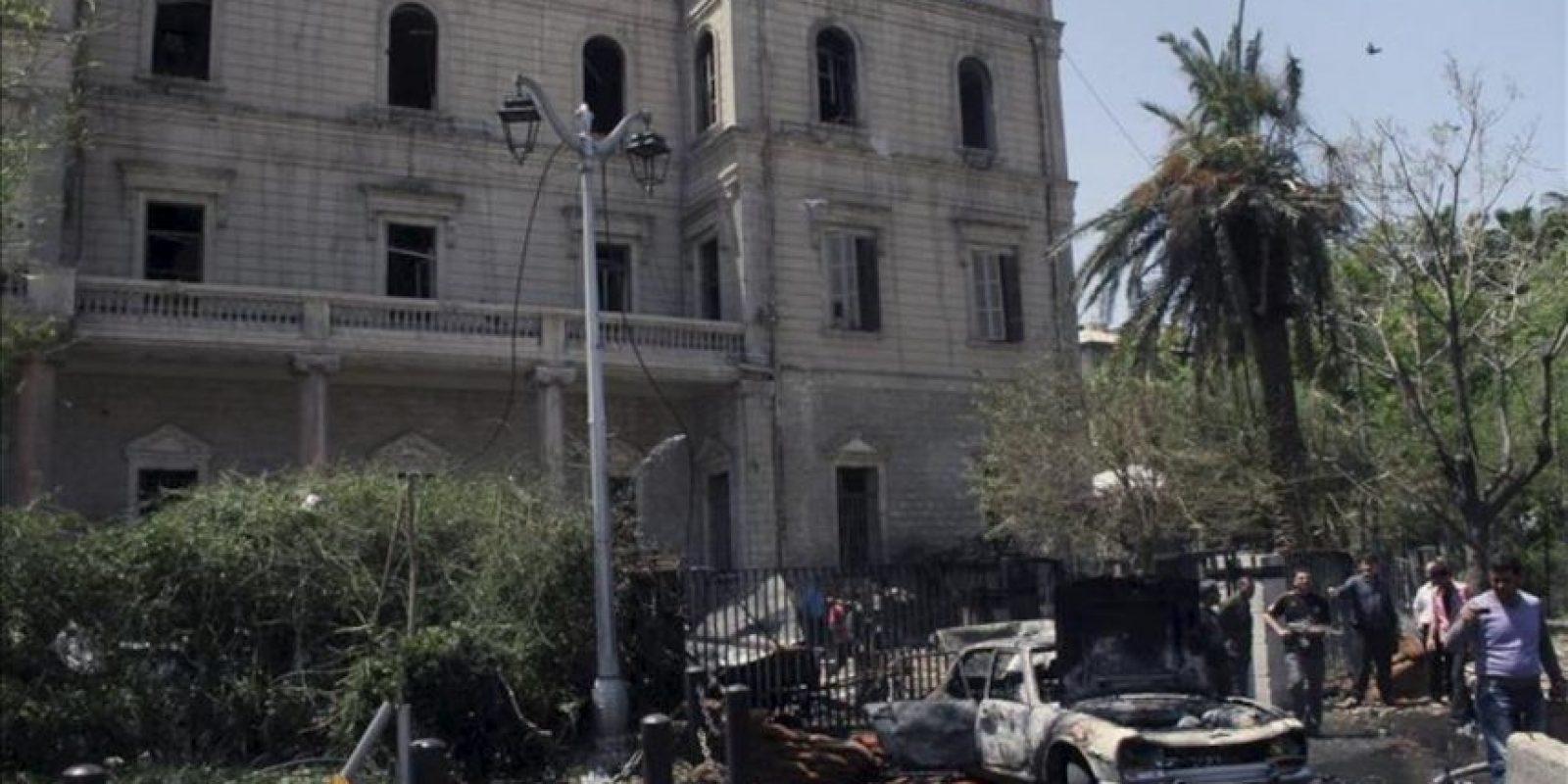 Vista general del escenario de la explosión hoy de un coche bomba en el centro de Damasco (Siria). EFE