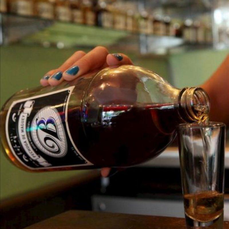 """Fotografía de este viernes 24 de mayo de 2013, de un trago de mezcal servido en el establecimiento """"La Botica"""" en Ciudad de México .EFE"""