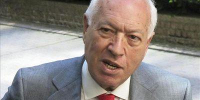 El ministro de Asuntos Exteriores, José Manuel García-Margallo, a su llegada a la reunión de los Veintisiete en Bruselas en la que ha defendido ante sus socios de la Unión Europea (UE) un levantamiento con condiciones del embargo de armas para la oposición siria. EFE