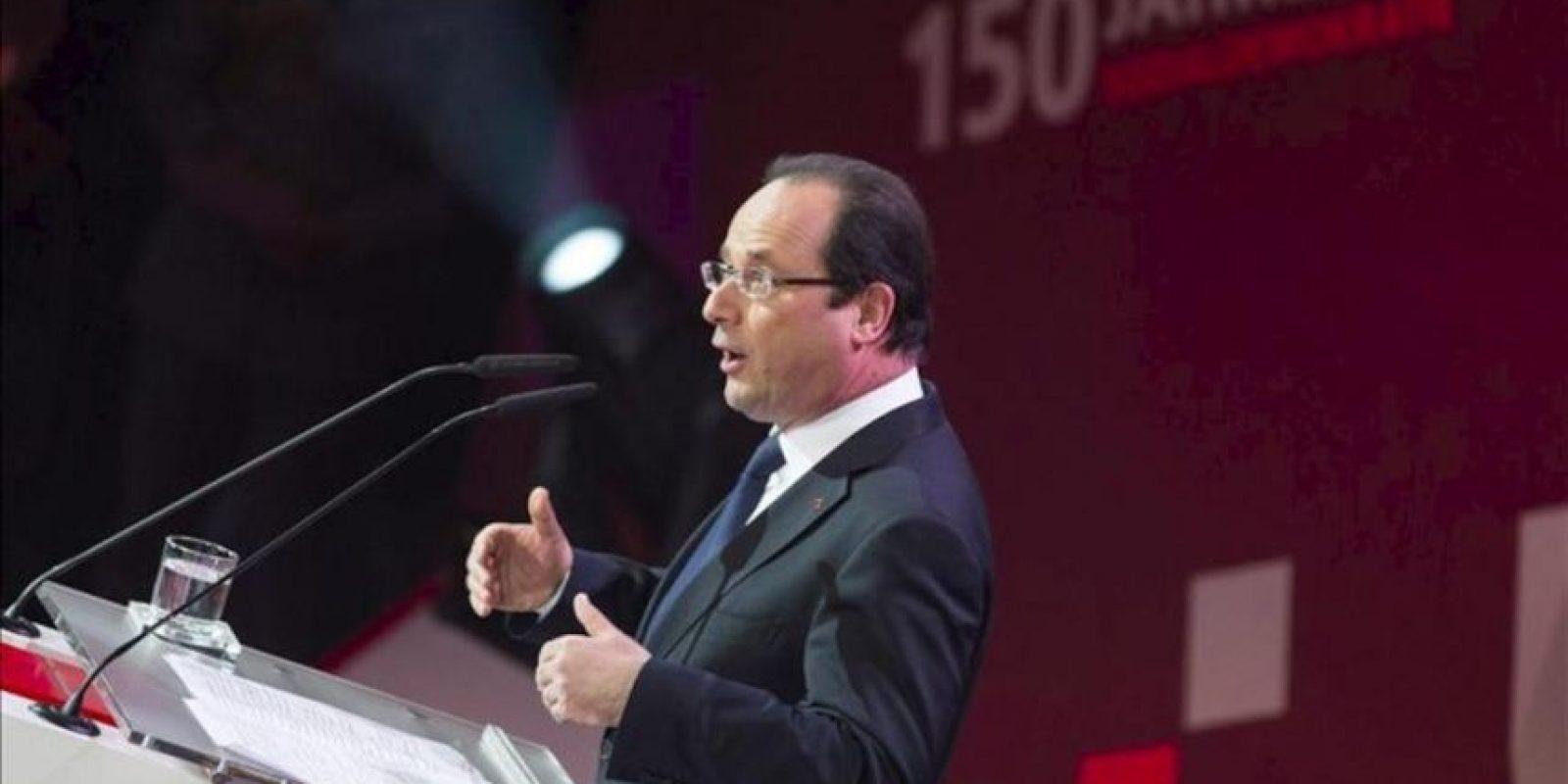 El presidente francés François Hollande pronuncia su discurso durante la celebración del 150 aniversario del SPD en Leipzig (Alemania). EFE