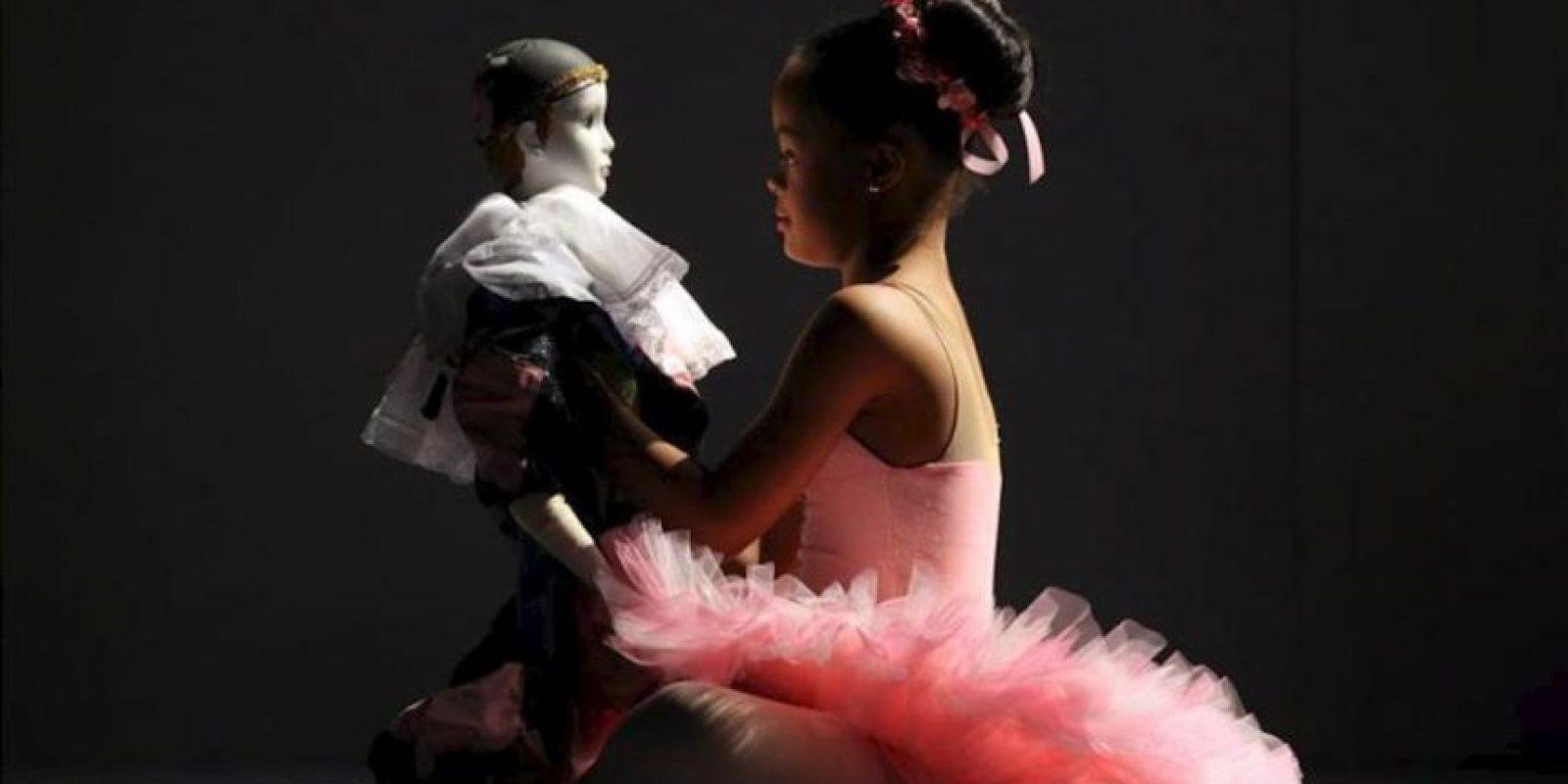 Una bailarina con síndrome de Down participa en el debut del Teatro Orquestal Dominicano (TODO), donde personas con diversas discapacidades presentaron un espectáculo de música, canto, danza y teatro el pasado 27 de mayo, en Santo Domingo (República Dominicana). EFE