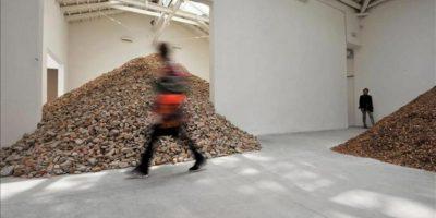 Vista del pabellón español en la 55ª edición de la Bienal de Venecia (Italia), en la que se puede observar la obra de la aragonesa Lara Almarcegui, una de las instalaciones más impactantes, ya que la artista ha querido representar el pabellón haciéndolo añicos y mostrando toneladas de escombros. EFE