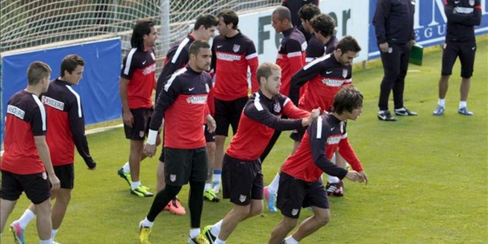 Los jugadores del Atlético de Madrid, durante el entrenamiento del equipo en las instalaciones del Cerro del Espino en Majadahonda de cara al partido que les enfrenta al Zaragoza el próximo sábado en el estadio de La Romareda. EFE