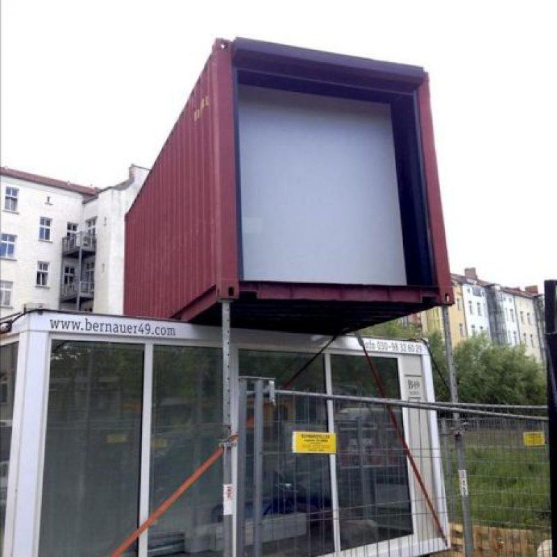 """Fotografía facilitada por el proyecto """"A window in Berlin"""" de un contenedor de mercancías instalado en la calle que servirá como superficie expositora para el proyecto que se inaugura hoy con el objetivo de acercar el arte iberoamericano al público alemán. EFE"""