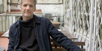"""El escritor argentino Alan Pauls posa para Efe durante la rpesentación hoy en Barcelona de su último título, """"Historia del dinero"""", el que considera es como una novela """"porno"""" en la que las escenas de sexo han sido reemplazadas por escenas de dinero. EFE"""