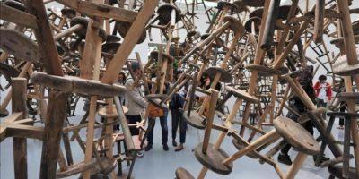 Vista del pabellón alemán en el que se expone la obra del artista chino Ai Weiwei que se llama 'Bang' que se compone de 886 sillas de tres patas durante la 55ª edición de la Bienal de Venecia, Italia hoy 30 de mayo de 2013. La Bienal de Venecia se celebra del 1 de junio al 24 de noviembre. EFE