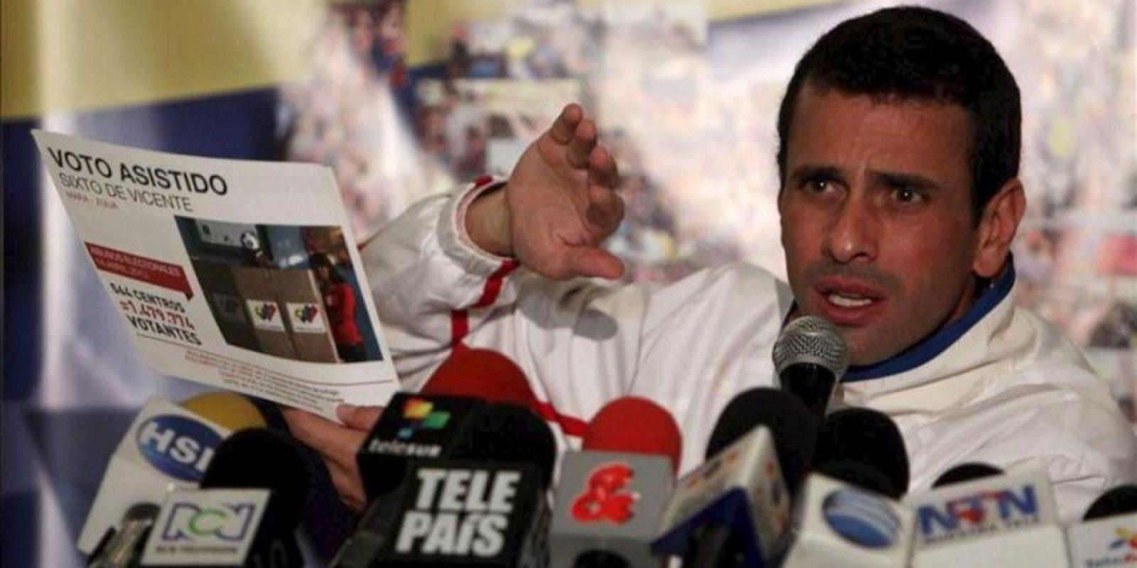 El excandidato presidencial y líder opositor venezolano Henrique Capriles habla durante un encuentro con sus seguidores en Bogotá (Colombia). EFE
