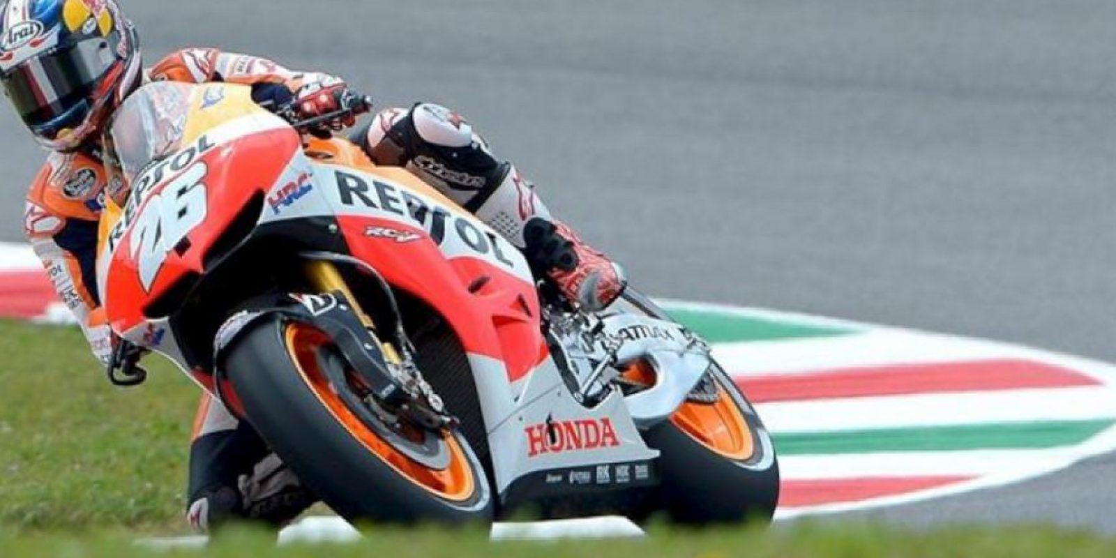 El piloto español de Repsol Honda, Dani Pedrosa, toma una curva durante la segunda sesión de entrenamientos libres del Gran Premio de Italia. EFE