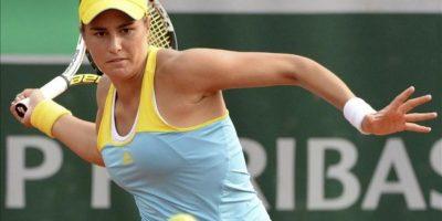 La tenista puertorriqueña Mónica Puig devuelve una bola durante su partido de tercera ronda de Roland Garros. EFE
