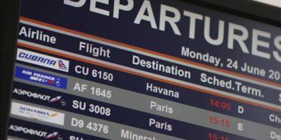 Una pantalla informativa mostraba ayer los vuelos en la terminal de salidas en el aeropuerto de Sheremetyevo en Moscú (Rusia). EFE