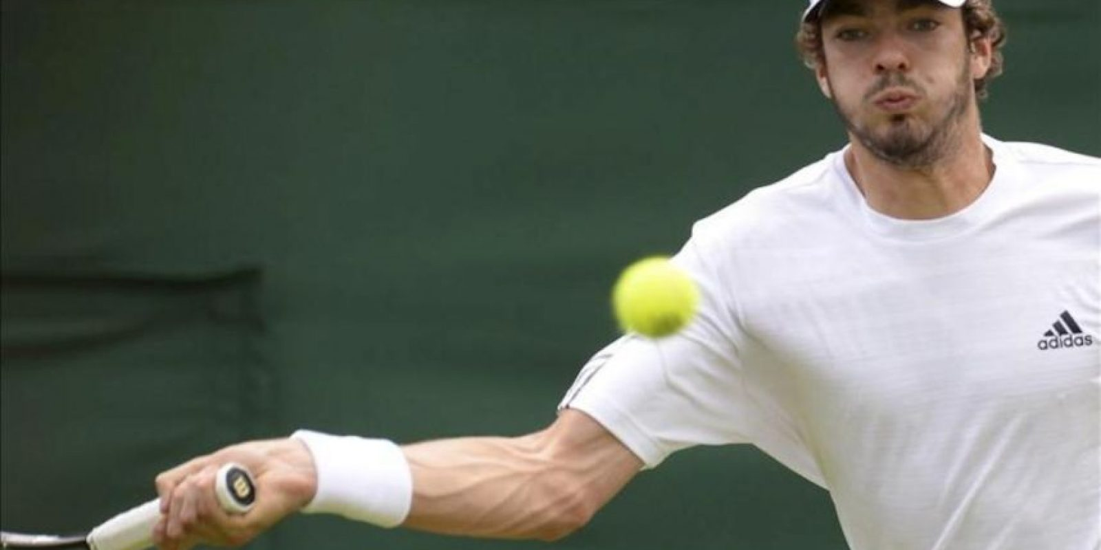 El tenista francés Guillaume Rufin durante su partido de la segunda ronda del Torneo de Wimbledon. EFE