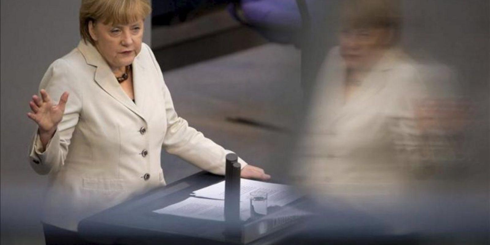 La canciller alemana, Angela Merkel, da un discurso sobre la reciente reunión del G8 y la celebración del Consejo Europeo en el pleno del Bundestag en Berlín (Alemania) hoy, jueves 27 de junio de 2013. EFE