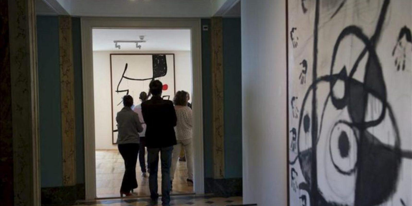 """Varias personas asistieron ayer a la presentación para la prensa de la exposición """"Miró, Poésie et lumière"""" (Miró. Poesía y luz) en Lausana, Suiza. EFE"""