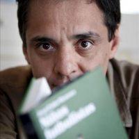 """El escritor chileno Juan Pablo Meneses, autor de """"Niños Futbolistas"""", donde analiza el negocio del fútbol en Sudamérica, considera, en una entrevista con Efe, que el fútbol """"acaba siendo una caricatura de la vida"""" EFE"""