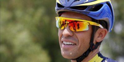 El ciclista español del equipo Saxo-Tinkoff Alberto Contador (c) participa en una sesión de entrenamiento del equipo en Porto-Vecchio, Córcega (Francia) hoy. EFE
