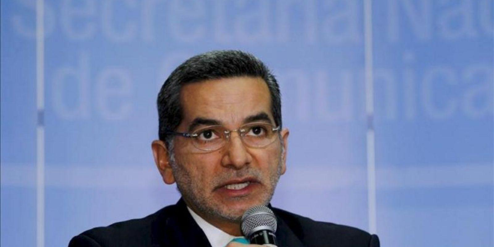 El secretario de Comunicación, Fernando Alvarado, anunció durante una rueda de prensa el 27 de junio de 2013, en Quito, Ecuador. EFE