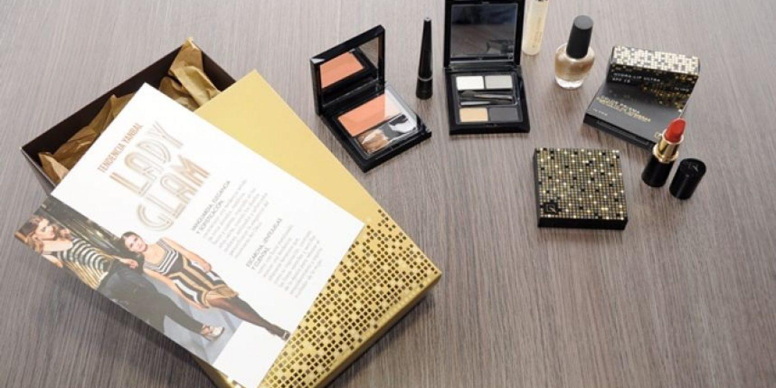 Estos son los productos de la línea Lady Glam de Yanbal, hechos para una mujer elegante y que quiere impactar tanto de día como de noche, pero de modo sofisticado. Inspirados en los años 20 y en la temporada venidera de otoño invierno, los colores metálicos serán el plato fuerte en lo que a maquillaje se refiere. Foto: Carlos H. Llamas /PUBLIMETRO