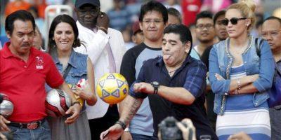 Está previsto que Maradona participe en campos de entrenamiento para jóvenes en las ciudades de Yakarta, la capital, Surabaya y Makassar. EFE