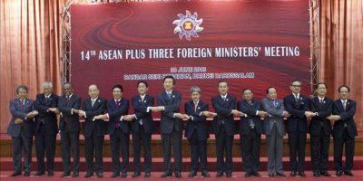 Foto de familia de los Ministros de Asuntos Exteriores participantes en la Cumbre de la ASEAN. EFE