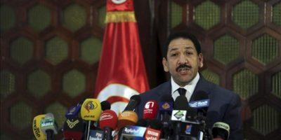 El ministro del Interior de Túnez, Lotfi Ben Yedu, durante la rueda de prensa ofrecida hoy en Túnez, hoy 26 de julio de 2013. EFE
