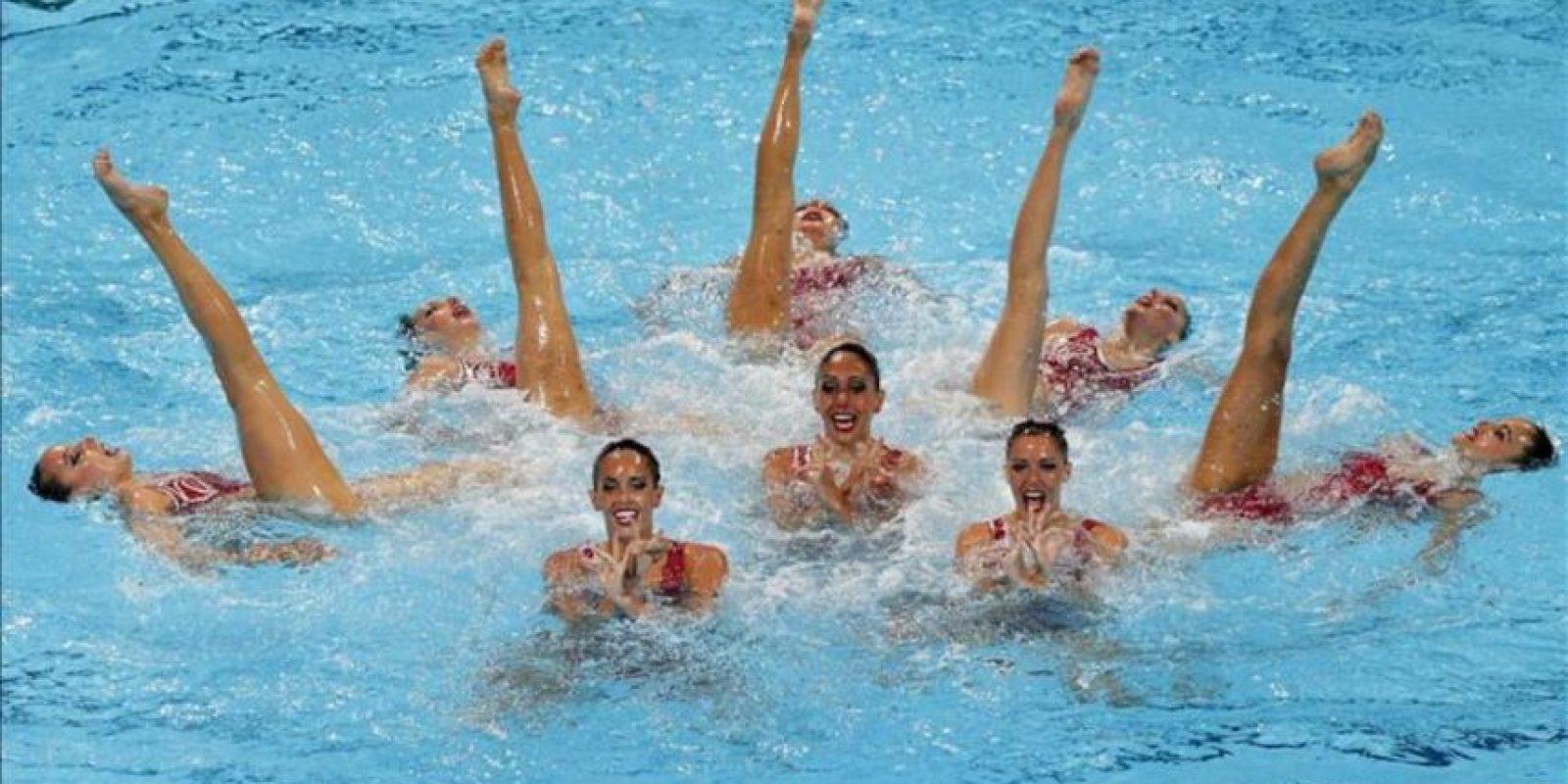 El equipo de sincronizada de España, durante la final de rutina libre de equipo de los Campeonatos del Mundo de Natación que se han celebrado hoy en la piscina del Palau Sant Jordi de Barcelona. EFE
