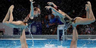 El equipo de sincronizada de Rusia, durante la final de rutina libre de equipo de los Campeonatos del Mundo de Natación que se han celebrado hoy en la piscina del Palau Sant Jordi de Barcelona. EFE