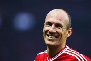 En 2004, con apenas 20 años de edad, Arjen Robben fue diagnosticado con cáncer de testículos. El entonces jugador de Chelsea reconoció que se asustó mucho e hizo el fútbol a un lado para tratar de vencer. Robben fue operado y pudo recuperare completamente de este mal. FOTO: Getty Images