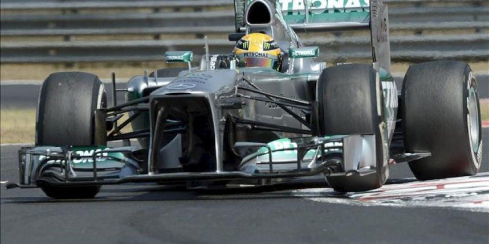 El piloto británico Lewis Hamilton, hoy durante los entrenamientos en el circuito de Mogyorod, Hungría. EFE