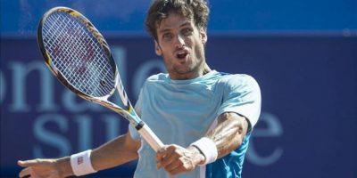 El tenista español Feliciano Lopez, durante el partido de semifinales del torneo de Gstaad contra el holandés Robin Haase, hoy. EFE
