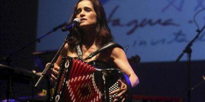 La compositora, instrumentista y cantante mexicana Julieta Venegas durante su actuación en el cierre del 19 festival La Mar de Músicas de Cartagena (Murcia), dedicado a Perú y en cuya programación las mujeres han tenido un protagonismo especial. EFE