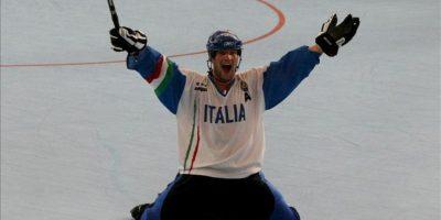 El italiano Andrea Alberti celebra, al finalizar el encuentro contra Francia en la competencia de Hockey en línea durante la novena versión de los Juegos Mundiales en la ciudad de Cali (Colombia). EFE