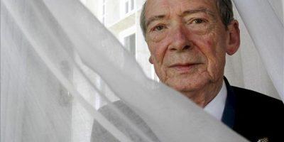 El director de la Real Academia de la Lengua, José Manuel Blecua, posa hoy en la Universidad Internacional Menéndez Pelayo . EFE
