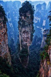Las montañas existen, el Buda tallado no. Foto:Buzzfeed.com