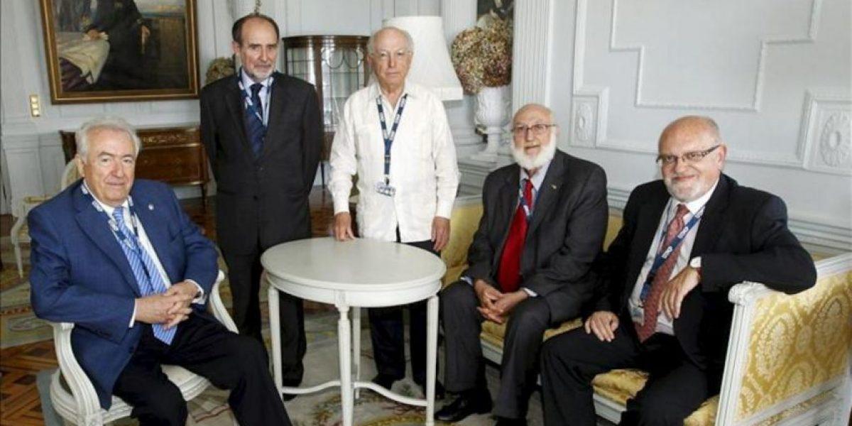 Las Reales Academias y los rectores abogan por perfeccionar el uso del español en la ciencia