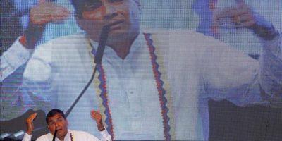 El presidente de Ecuador, Rafael Correa (2-i), da un discurso durante la inauguración de la XII cumbre de la Alianza Bolivariana para los pueblos de nuestra América (ALBA), que se celebra en Guayaquil (Ecuador). EFE